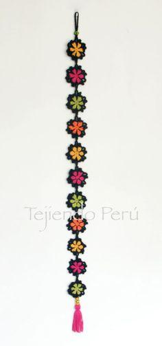 This Pin was discovered by Ara Crochet Mandala, Crochet Motif, Crochet Designs, Crochet Stitches, Knit Crochet, Crochet Garland, Crochet Decoration, Crochet Home Decor, Love Crochet
