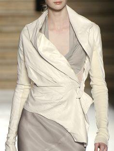 bienenkiste: Rick Owens S/S 2006 White Fashion, I Love Fashion, Fashion Details, Fashion Show, Fashion Outfits, Fashion Design, Fashion Ideas, Diy Couture, Rick Owens