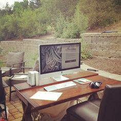 Take Your Home Office Outdoors  (and How to Find Free Wi-Fi)