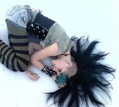 Es gibt Alternativen zum ewigen schwarz. Deathrock Fashion, Punk Fashion, Gothic Fashion, Disney Princess Tattoo, Punk Princess, Punk Mohawk, Estilo Punk Rock, Rock Revolution, Punk Women