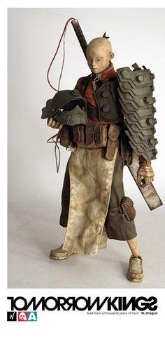 threeA 發佈了Popbot 系列新的TOMORROW KINGS(明日帝)角色「Shogun TK」(日文漢字寫作将軍),這位新的七骨成員使用了大量的新零件造型:新的頭雕、服裝、褲子、鞋子、配件包、斬馬刀與武裝。將threeA 最受歡迎的角色TK 搭配上武裝之後,是不是也能讓TK 系列開始像機器人系列一樣,使用許多精彩的配色塗裝來發展?相當值得令人期待!
