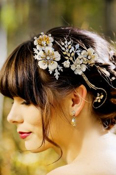 Vintage Gold Bridal Headpiece | Modern Glam Autumn Wedding in Fig and Gold | Pepper Nix Photography and Michelle Leo Events