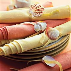 simple napkin rings < Drill tiny holes in individual shells and then string the shells onto twill tape. Tie them around napkins in a complementary color. Seashell Crafts, Beach Crafts, Summer Crafts, Beach Wedding Inspiration, Napkin Folding, Deco Table, Decoration Table, Beach Themes, Napkin Rings