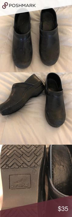 Dansko original clogs - Navy blue leather Dansko  Size 39 Navy blue leather clogs. Some scuffing on the toes and small wear spot on left shoe. Great for anyone standing on their feet all day! Dansko Shoes Mules & Clogs