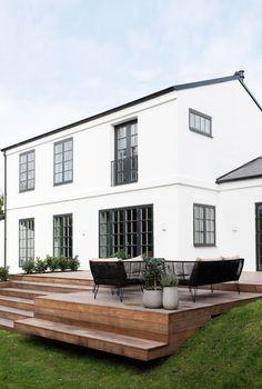 Outdoor Life, Outdoor Living, Outdoor Decor, Scandinavian Garden, Raised Patio, Garden Design Plans, Patio Design, Villa, Garden Styles