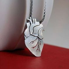 Vital Organ Jewelery - The Anatomical Heart Necklace is Perfect for Valentine's Day (GALLERY)