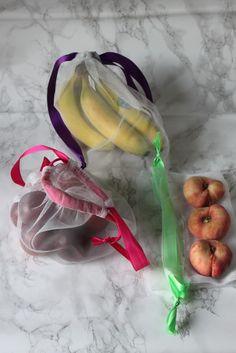Fruktpåsar av nät. Att ta med till affären istället för att använda massa plastpåsar.