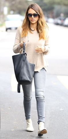 Jessica Alba - Trendiger Alltagslook für den Herbst