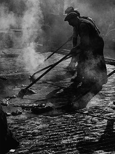 Paving, Charing Cross Road, London, Photo by Wolfgang Suschitzky Old Pictures, Old Photos, Vintage Photos, Vintage London, Old London, Lyon, Foto Art, British History, London History