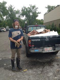 Sunnysides hero. This is his 9th trip today. Come help him! #yychelps #yycflood pic.twitter.com/OpUwqzNoCK Calgary, Hero, Twitter
