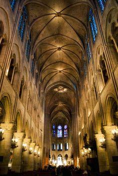 Notre Dame, Paris    초기고딕 - 6분볼트,네이브월4단구성,다발기둥체계(6분볼트와 싱글베이의 불일치)  but 최초의 유의미한 플라잉버트레스