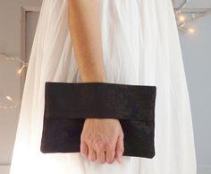 Pochette soirée noire, portefeuille, sac à main, sac de soirée, porte-monnaie, tissu damas brocart noir de la boutique mylmelo sur Etsy