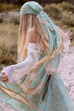 Maisie travel scarf in 2019 boho chic style boho fashion, hi Mode Boho Gypsy, Gypsy Look, Mode Hippie, Bohemian Gypsy, Hippie Style, Gypsy Style, Bohemian Style, Bohemian Dresses, White Bohemian