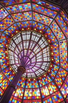Mooie kleurrijke glas in lood