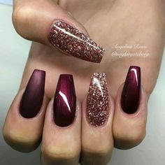 Ballerina Nägel Gel Matt Glitzer Bordeaux Dunkelrot You are in the right place about nails art Here we offer you the most bea Xmas Nails, Holiday Nails, Prom Nails, Holiday Nail Colors, Fall Nail Designs, Acrylic Nail Designs, Burgundy Nail Designs, Popular Nail Designs, Christmas Nail Art Designs