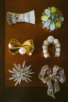 Vintage brooches for the bridesmaids!