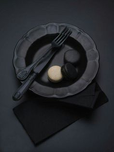 Black dishes and utensils