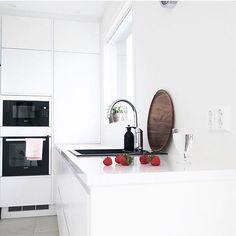 good morning sunday  check this stunning home @jonna_myhome #designletters #ilovemyinterior #scandinaviandesign #scandinavianinterior #wohnkonfetti #nordicminimalism #germaninteriorbloggers #scandicinterior #inspiremeinterior #myinteriordetails #monochrome #interioristapicture #interior4all #interior123 #roomforinspo #nordiskehjem #inspotoyourhome #whiteinterior #dream_interiors #mynordicroom #putti123 #hanne_ #thursdayinspoo #ingerliselille_inspo #miennasverden #interiorharmoni