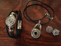 Nomaad black leather bracelet with pendant with 2 extra snap on charms