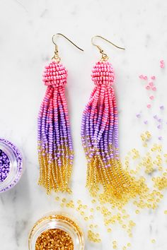 Visit our website for instructions and lots of bead inspiration. #rocailles #bead #pärlor #perler #örhängen Beaded Tassel Earrings, Bead Earrings, Beaded Jewelry, Jewelry Box, Jewellery Diy, How To Make Tassels, Glass Beads, Pearls, Crochet