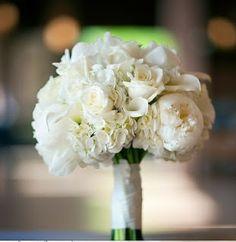 Peonías y begonias blancas
