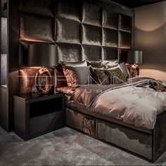 38 Wonderful Rustic Bedroom Decor Ideas That You Definitely Like - Whether it's for your master bedroom at home or the bedrooms in your cabin out at the lake, rustic bedding makes a perfect addition to your humble abo. Luxury Bedroom Design, Master Bedroom Design, Bedroom Inspo, Dream Bedroom, Home Decor Bedroom, Interior Design, Luxurious Bedrooms, Beautiful Bedrooms, House Styles