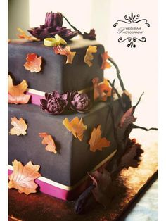 Autumn Wedding cake. Really like the leaves!