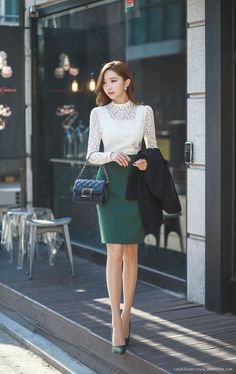 beautiful emerald pencil skirt + lace top combo | Skirt the Ceiling | skirttheceiling.com