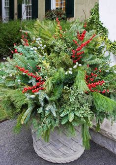 Holiday Outdoor Decorating Tips from Mariani Landscape - Traditional Home®