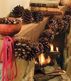 Pine Cone Crafts - Love this pinecone garland! This is a great christmas craft, but you can leave it up all winter too! Cabin Christmas, Christmas Tree Themes, Country Christmas, Winter Christmas, Christmas Holidays, Christmas Wreaths, Christmas Ornaments, Christmas Ideas, Outdoor Christmas