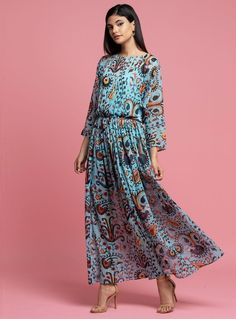 Find one of a kind samples and overstock pieces at up off at the Eva Franco sample sale at their new LA office! Stock up on dresses, skirts, and blouses at a big discount for two days! Abaya Fashion, Fashion Dresses, Women's Fashion, Fashion Events, Apricot Dress, Beautiful Dresses For Women, Beautiful Women, Paisley Dress, Mesh Dress