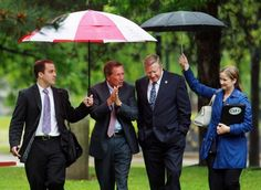 apparently Kasich did not get Sarah Palin's memo about people holding umbrellas for you