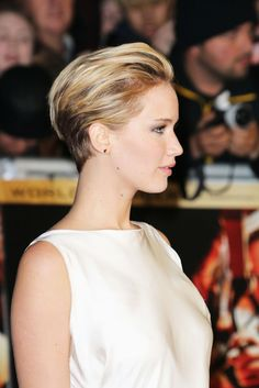 Pixie evening look. Jennifer Lawrence.