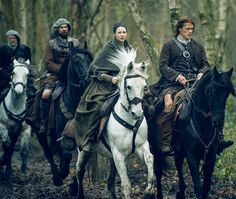 Imagen de farfarawaysite.com  #JamieFraser  #ClaireFraser  #JamieClaire  #MurtaghFitzgibbons  #DougalMackenzie  #Outlander  #OutlanderSeason2
