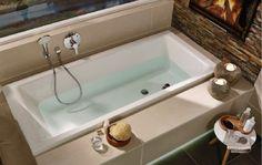 DIANA Badewanne mit breitem Rand - hier kann man super beqem sitzen.