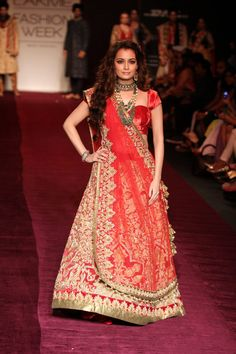 Dia Mirza looked stunning in a bridal outfit. She wore a red zardosi lehenga, velvet choli and shimmering dupatta in the Lakme Fashion Week 2013. #Bollywood #Fashion #Style #LFW