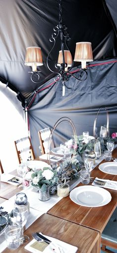 This is a autocamp tent we use. Nowadays, there are many tents with nice design Tent Wedding, Cool Designs, Table Settings, Table Decorations, Weeding, Tents, Nice, Furniture, Home Decor