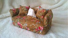 Wesega / Dekoračný obal na papierové vreckovky-nostalgické ružičky Couch, Throw Pillows, Bed, Handmade, Furniture, Home Decor, Settee, Toss Pillows, Hand Made
