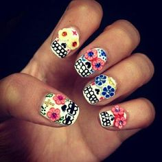 [Dia De Los Muertos nails] use decals for eyes