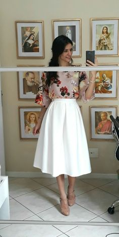 Nice floral blouse and white midi skirt Modest Dresses, Modest Outfits, Skirt Outfits, Modest Fashion, Dress Skirt, Casual Outfits, Dress Up, Fashion Outfits, Cute Outfits