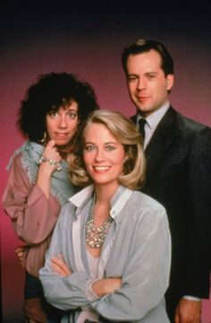 Agnes DiPesto (Allyce Beasley), Maddie Hayes (Cybill Shepherd) and Davis Addison Jr. (Bruce Willis) in Moonlighting