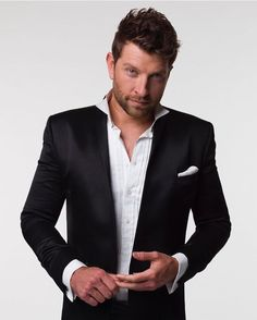Sometimes you don't need a tie. Brett Eldredge's style. #BrettEldredge #glow #hisstyle