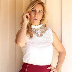 #mulpix                          Morrendo  de amores por  esta blusa  crepe gola guipir  e detalhe drapeado. Disponível do P ao G,  valor: 146,90,  nas cores Off White e Rosé. Já está disponível em nosso site : ✔www.santollo.com.br 📦 Enviamos para todo Brasil ✔Loja física  Santóllo Modas  Rua Juca Marinho 15  Bairro São Sebastião  Uberaba-MG ✔Telefones  Comercial (34) 33166586  WhatsApp (34) 988112985   #blusas  #renda  #guipir  #lookkesses  #pretty  #novidades  #new  #collection  #fall…