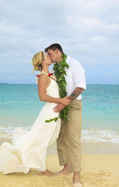 Beach Newlyweds by Tomas del Amo - Printscapes Hawaii Vacation Deals, Hawaii Hotels, Vacation Ideas, Romantic Vacations, Dream Vacations, Oahu, Hotels And Resorts, Newlyweds, Traveling Tips