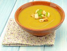 La crema de calabaza y espinacas que te enseñamos en Unareceta.com es muy fácil de hacer y además está deliciosa. ¡Pruébala!