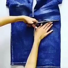 Denim Bag Patterns, Bag Patterns To Sew, Sewing Patterns, Diy Clothes And Shoes, Sewing Clothes, Girls Dresses Sewing, Sewing Aprons, Clothes Crafts, Diy Old Jeans