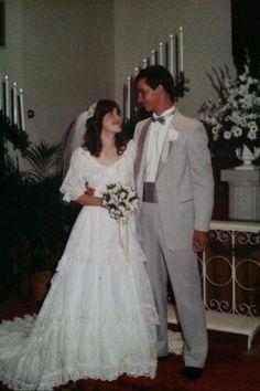 My mother's wedding dress. Chic Vintage Brides, Vintage Wedding Photos, Vintage Weddings, Vintage Bridal, Wedding Pictures, Wedding Ideas, Stunningly Beautiful, Beautiful Bride, Brides