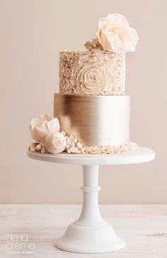 Nadire Atas on Weddings Featured Cake: De la Crème Creative Studio; Elegant Birthday Cakes, Elegant Wedding Cakes, Beautiful Wedding Cakes, Gorgeous Cakes, Wedding Cake Designs, Pretty Cakes, Rustic Wedding, Fall Wedding, Gold Wedding Cakes