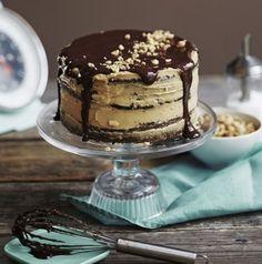 Suklaapatukoilta maistuvat kakut ovat nyt supertrendikkäitä. Kokosimme parhaat reseptit.1. Snickers-kakku Soppa 365:n suosittu Snickers-kakku on täydellinen herkku, koska se tyydyttää sekä makean- ettäsuolaisen himon. 2. Kinder-kakku Kinder-munista ja -patukoistainspiroitunut kakku lienee hypet...