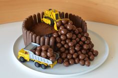 Le gâteau d'anniversaire chantier gateau chantier anniversaire enfant facile Digger Birthday Cake, Digger Cake, 3rd Birthday Cakes, Birthday Cakes For Teens, Cakes For Boys, Teen Cakes, Men Birthday, Birthday Ideas, Mini Cakes